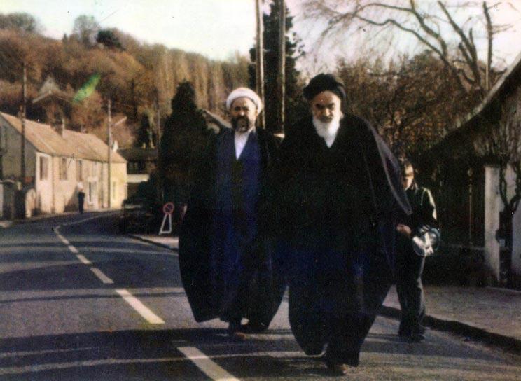 حضرت امام خمینی(ره)  در فرانسه قبل از بازگشت به ایران